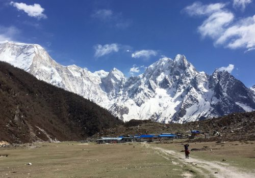 trekking the manaslu circuit and tsum valley